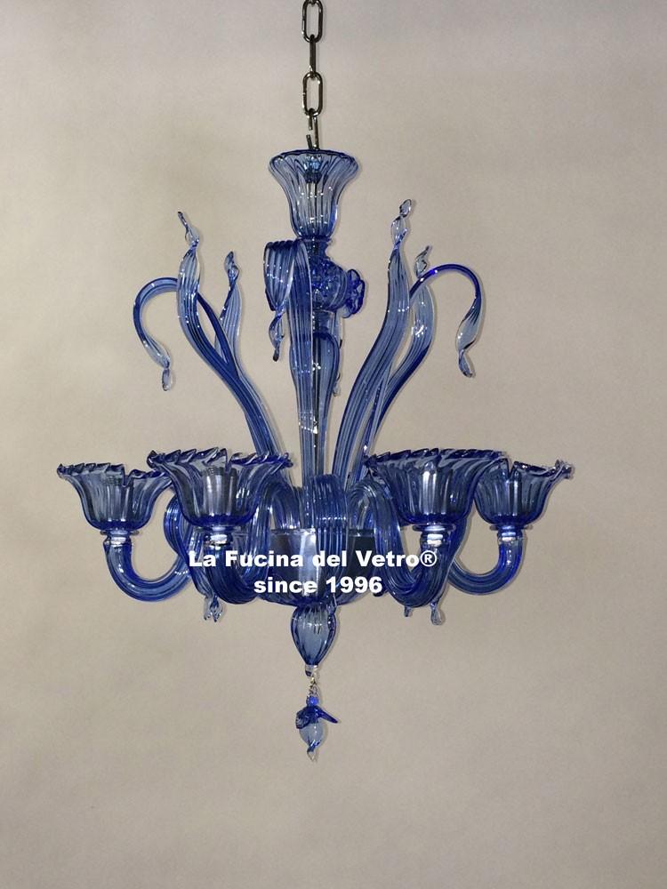 lampadario in vetro di murano seta luci in su il lampadario nella foto ...